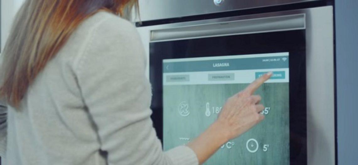 Notre Veille : Le four Watch & Touch de Candy est aussi une tablette 19′