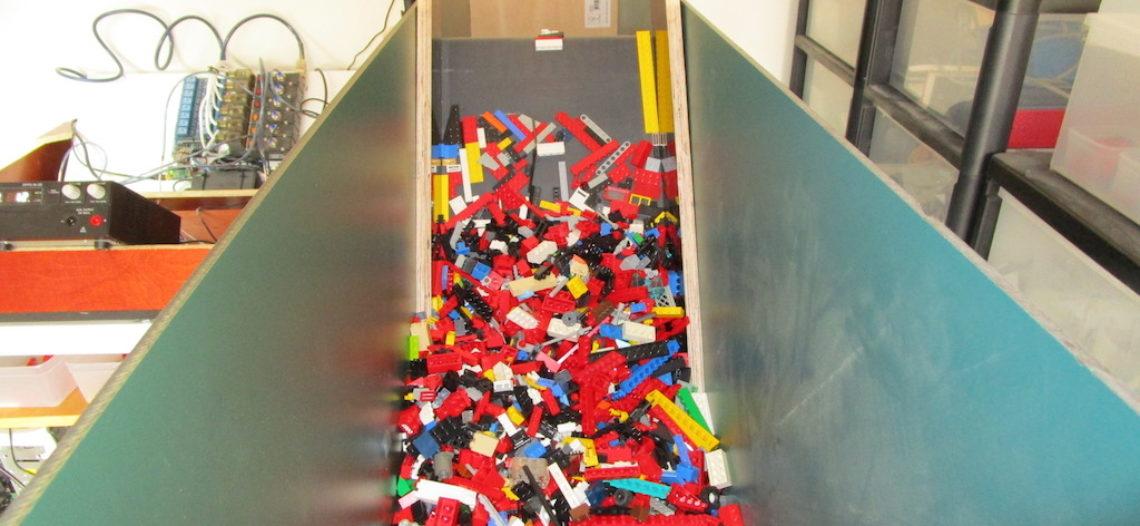 """Notre Veille : Un collectionneur de LEGO utilise l'IApour trier des briques dans des bacs<span class=""""wtr-time-wrap after-title""""><span class=""""wtr-time-number"""">1</span> min de lecture pour cet article.</span>"""