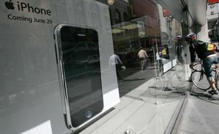 notre-veille-video-liphone-a-10-ans-et-vous-ne-pouvez-pas-vous-empecher-de-le-tripoter Notre Veille : VIDEO. L'iPhone a 10 ans... et vous ne pouvez pas vous empêcher de le tripoter