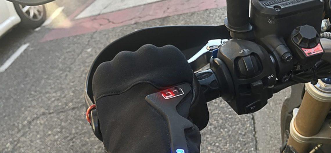 """Notre Veille : Ils créent un gant connecté pour prévenir les motards du danger<span class=""""wtr-time-wrap block after-title""""><span class=""""wtr-time-number"""">1</span> min de lecture pour cet article.</span>"""