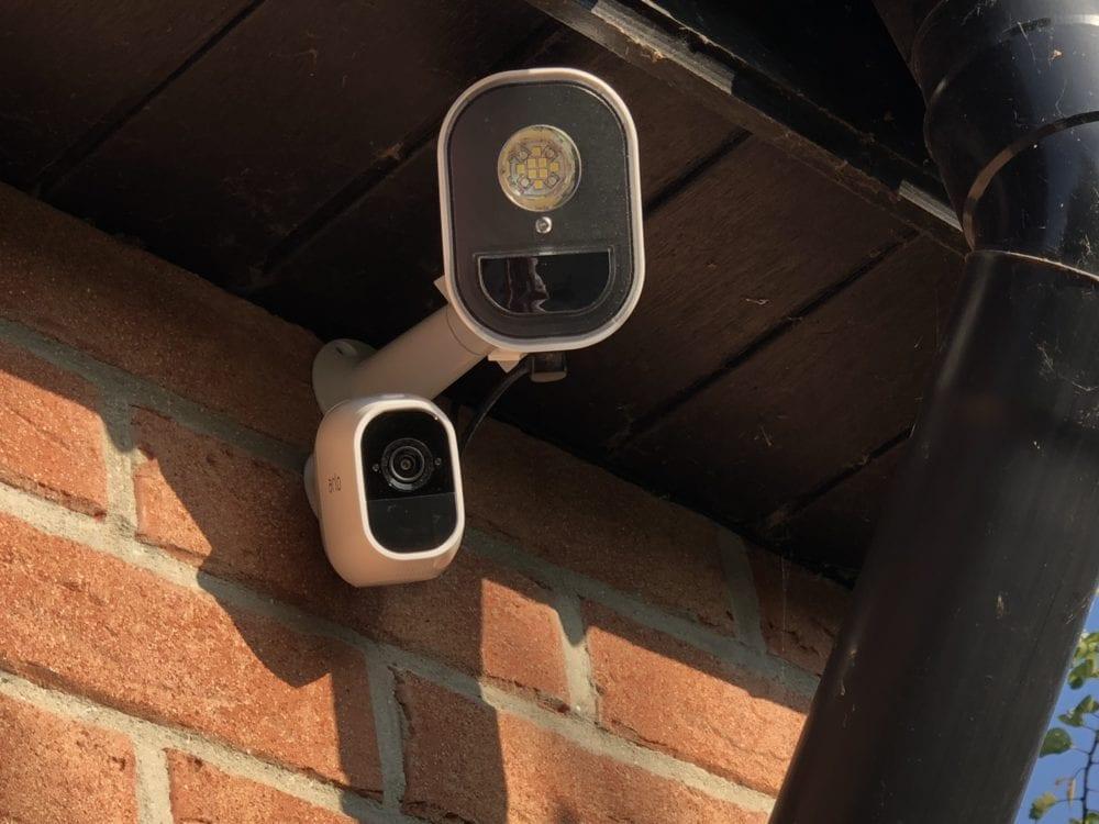 arlo-panneau-solaire-1-1000x750 [Test] Panneau solaire pour caméra Arlo Pro, Arlo Pro2 et Sécurity Light