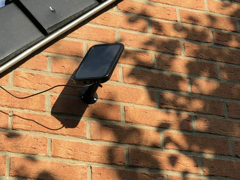 test panneau solaire pour cam ra arlo pro arlo pro2 et. Black Bedroom Furniture Sets. Home Design Ideas