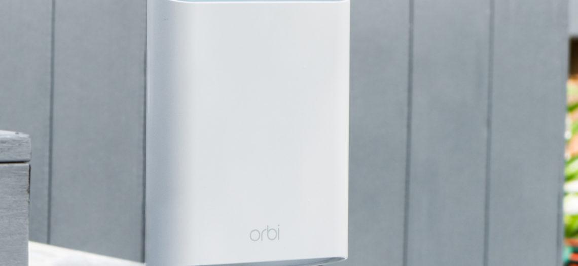 """NETGEAR invite le Wi-Fi à l'extérieur grâce à son nouveau satellite Orbi Outdoor<span class=""""wtr-time-wrap block after-title""""><span class=""""wtr-time-number"""">6</span> min de lecture pour cet article.</span>"""