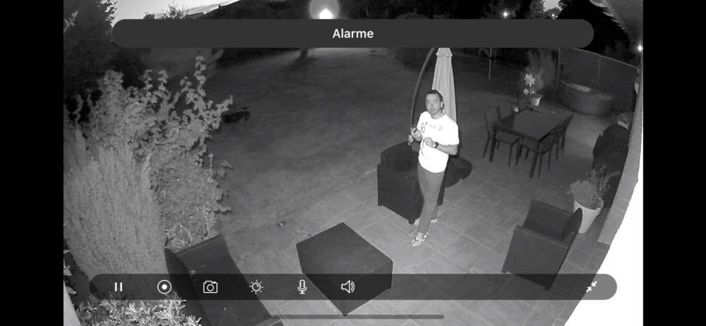 arlo-security-light-0792-1000x462 [Test] Arlo Security Light, le système qui illumine l'extérieur et donne l'alerte