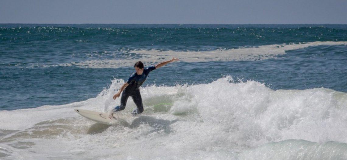"""Notre Veille : Un ex-surfeur crée un outil pour aider les novices à tenir sur la planche<span class=""""wtr-time-wrap block after-title""""><span class=""""wtr-time-number"""">1</span> min de lecture pour cet article.</span>"""