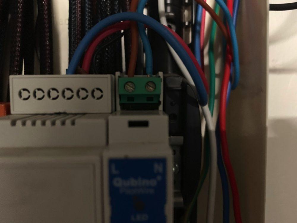 qubino-zmnhud1-9344-1000x750 Guide d'installation du module Qubino ZMNHUD1 avec un chauffage de salle de bain