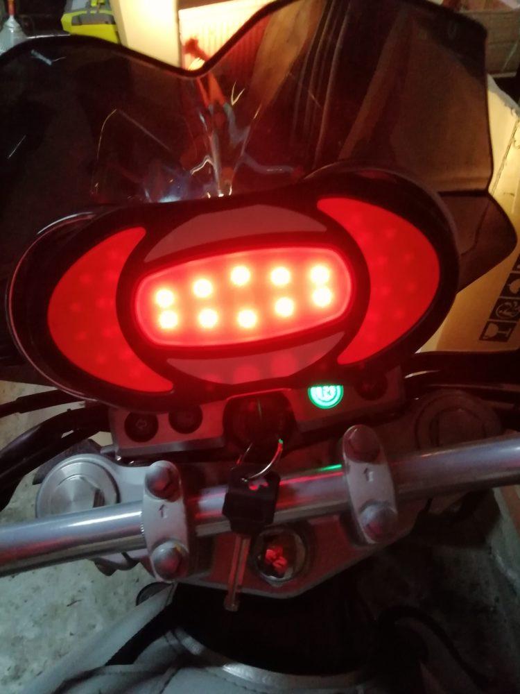 17-750x1000 Présentation du Clic Light, un indispensable pour les motards et les deux roues en général